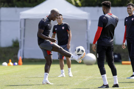 Peru's Luis Advincula, left, practices with teammates during the official training on the eve of the group C match between Peru and Australia at the 2018 soccer World Cup, in Sochi, Russia, Monday, June 25, 2018. (AP Photo/Andre Penner)