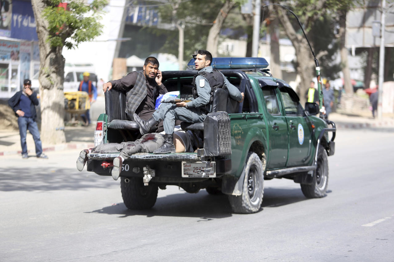 <p>Afghan security personnel carry a victim after the second blast in Kabul, Afghanistan, April 30, 2018. (Photo: Rahmat Gul/AP) </p>