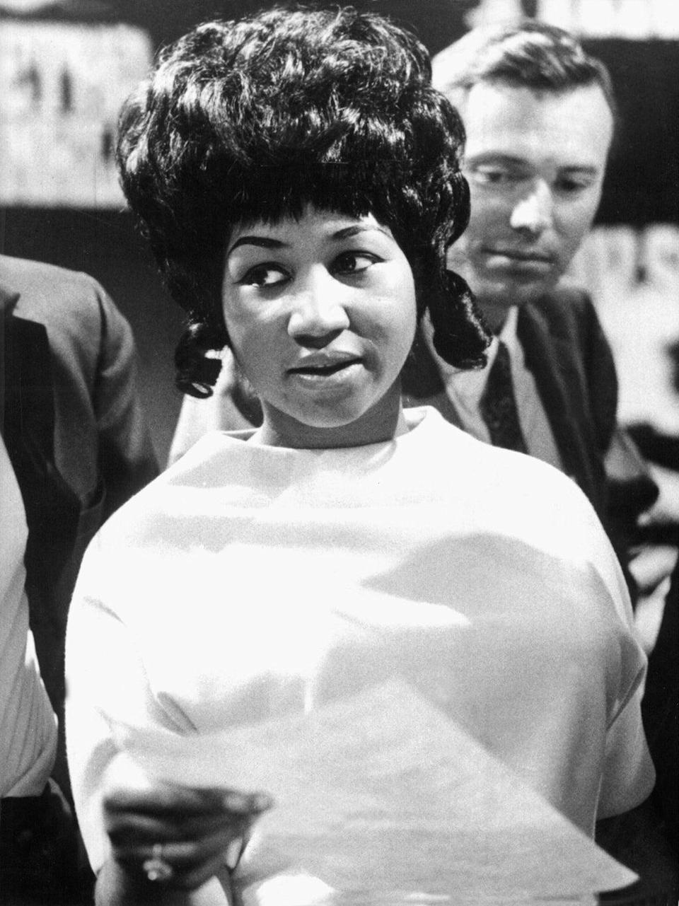 KK9X3J The American blues and soul singer Aretha Franklin during recordings for a TV show in a Cologne studio, pictured on 13th May 1968.   usage worldwide