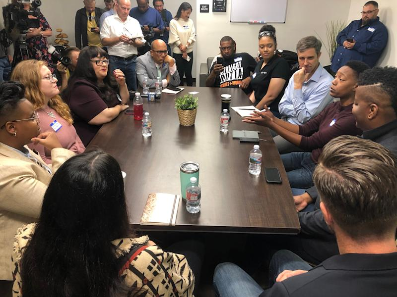 Beto O'Rourke (fourth from right) listens at the roundtable discussion he held Thursday in Oakland, California on issues surrounding his plan to legalize marijuana nationwide. (Photo: Sarah Ruiz-Grossman/HuffPost)
