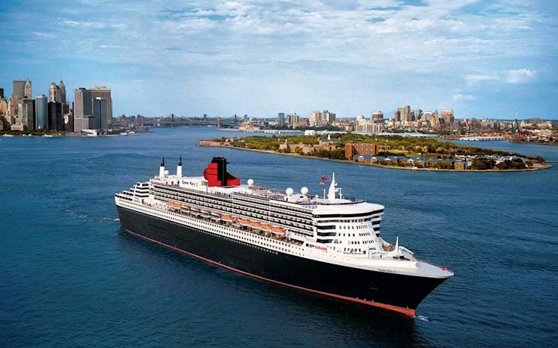 Queen Mary 2 close to New York City
