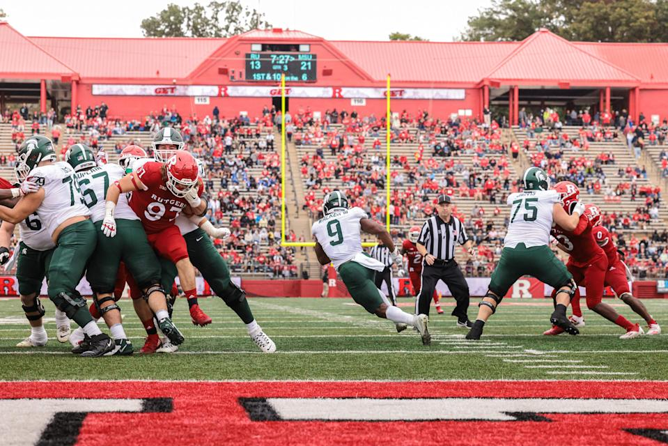 Michigan State running back Kenneth Walker III (9) runs through a hole for a 94-yard touchdown during the third quarter against Rutgers at SHI Stadium.