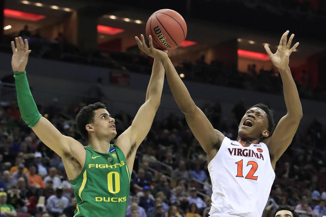 <p>De'Andre Hunter #12 of the Virginia Cavaliers shoots against Will Richardson #0 of the Oregon Ducks during the first half of the 2019 NCAA Men's Basketball Tournament South Regional at the KFC YUM! Center on March 28, 2019 in Louisville, Kentucky. (Photo by Andy Lyons/Getty Images) </p>