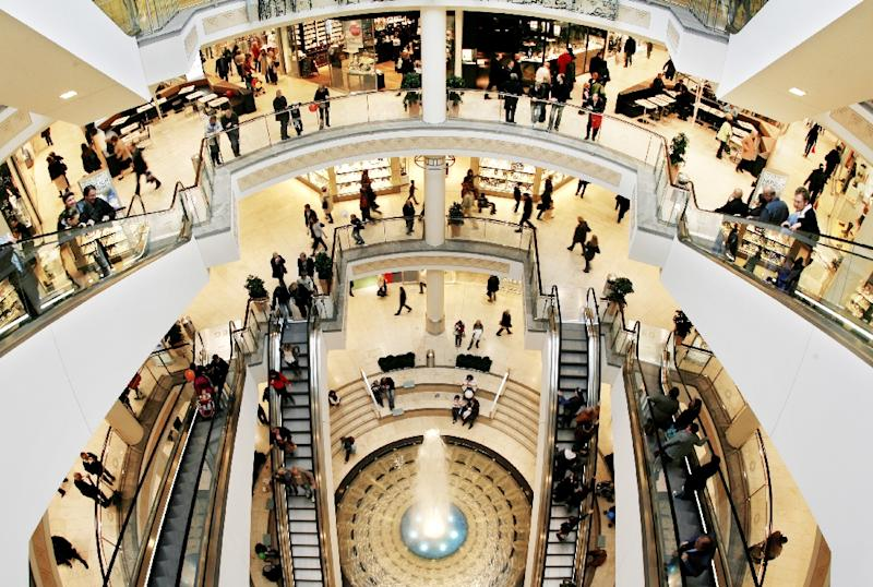 "Customers on a normal day at the ""Limbecker Platz"" shopping centre in Essen (AFP Photo/Roland Weihrauch)"