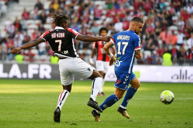 Strasbourg midfielder Anthony Goncalves (R) gets away from Nice midfielder Allan Saint-Maximin during the French Ligue 1 at the ALLIANCE Riviera Stadium in Nice on October 22, 2017