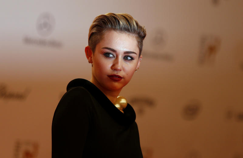 U.S. singer singer Miley Cyrus arrives on the red carpet for the Bambi 2013 media awards ceremony in Berlin November 14, 2013. The annual Bambi awards honours celebrities from the world of entertainment, literature, sports and politics. REUTERS/Tobias Schwarz (GERMANY - Tags: ENTERTAINMENT HEADSHOT)