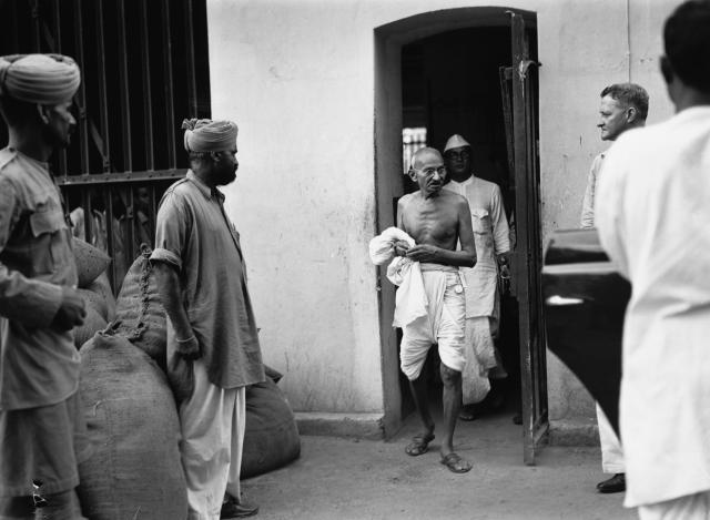 Mahatma Gandhi leaves a jail in Calcutta after visiting political prisoners as part of negotiations to secure their release. (Photo by © Hulton-Deutsch Collection/CORBIS/Corbis via Getty Images)