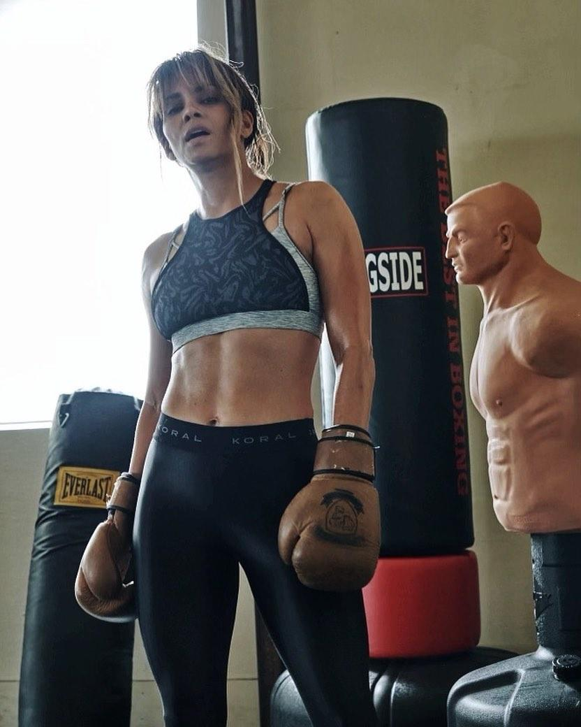 Halle Berry six-pack Instagram