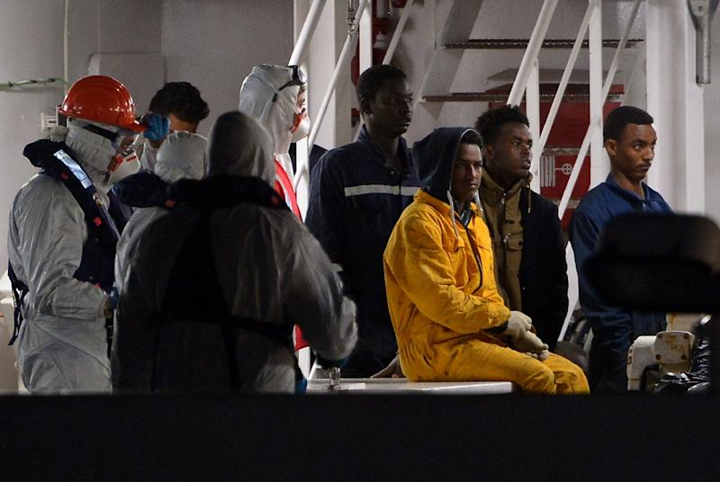Rescued migrants off the Libyan coast arrive at the harbor in Catania, Italy on April 20, 2015 (AFP Photo/Alberto Pizzoli)