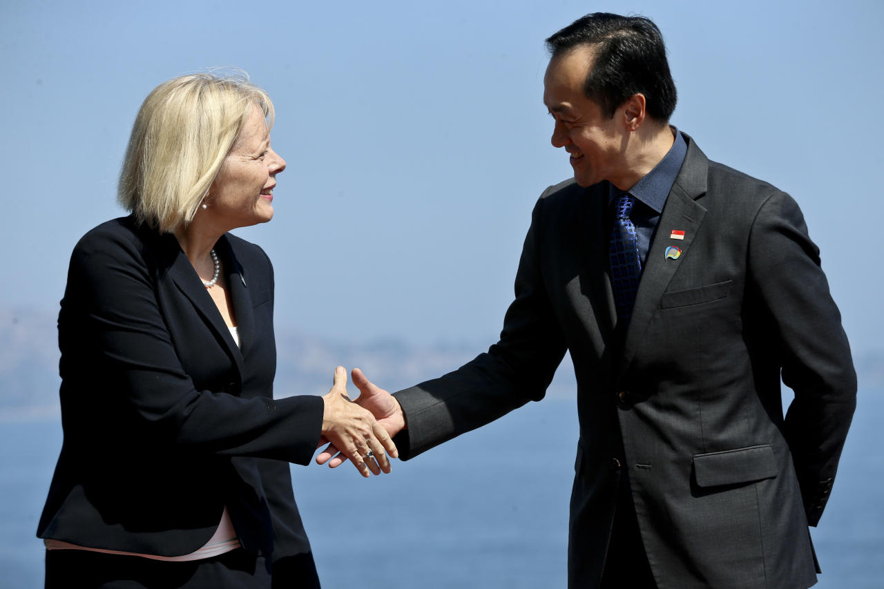 U.S. Ambassador to Chile Carol Perez, left, shakes hands with Singapore's Koh Poh Koon,right, State Minister for Industry and Commerce, during the taking of the official photo of the Trans-Pacific meeting in Vina del Mar, Chile, Wednesday, March 15, 2017. Representatives from the Trans-Pacific Partnership are meeting in Chile to discuss a possible new regional trade deal for the first time since U.S. President Donald Trump withdrew from the deal. (AP Photo/Esteban Felix)