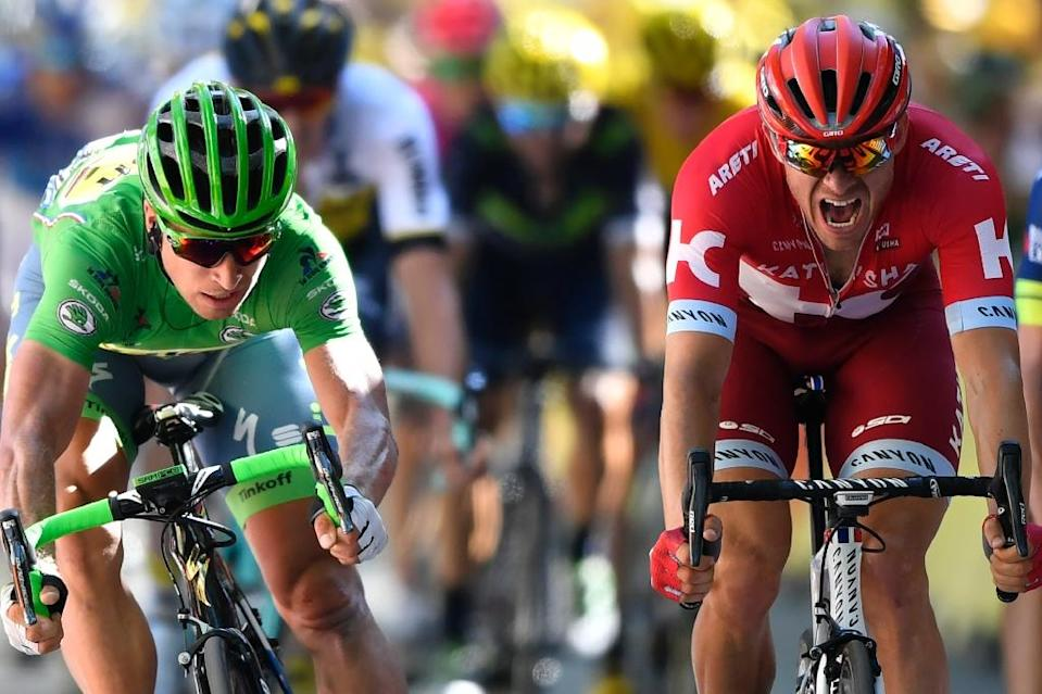 Slovakia's Peter Sagan (L), wearing the best sprinter's green jersey crosses the finish line ahead of Norway's Alexander Kristoff at the end of the 209 km sixteenth stage of the 103rd edition of the Tour de France cycling race on July 18, 2016 (AFP Photo/Fabrice Coffrini)