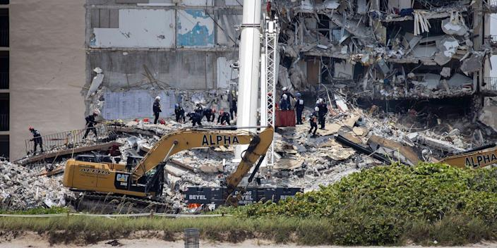 florida building collapse rescue efforts