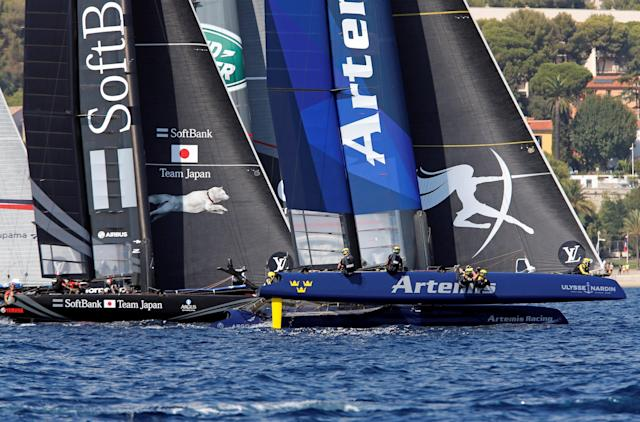 France Sailing - Louis Vuitton America's Cup World series - Toulon, France - 11/09/2016 - Artemis Racing (R) and Softbank Team Japan in action. REUTERS/Jean-Paul Pelissier
