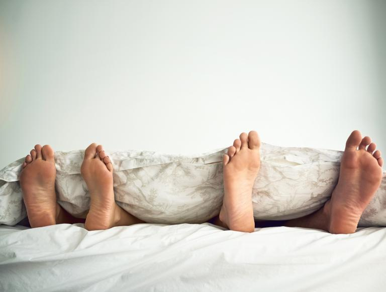 Man reveals he and his partner 'don't sleep on the same side of the bed each night' - Twitter debate erupts