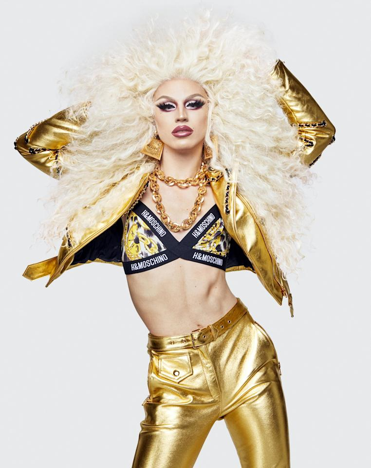 "<p><strong>Aquaria, drag queen américaine, gagnante de la saison 10 du programme <em>RuPaul's Drag Race</em></strong></p><p><em>Crédit photo : Courtesy of Moschino</em></p><a rel=""nofollow"" href=""https://www.vogue.fr/mode/news-mode/diaporama/moschino-tv-hm-jeremy-scott-celebre-la-diversite-casting-ami-famille-lookbook-collaboration/53245"">Lire la suite sur Vogue.fr</a>"