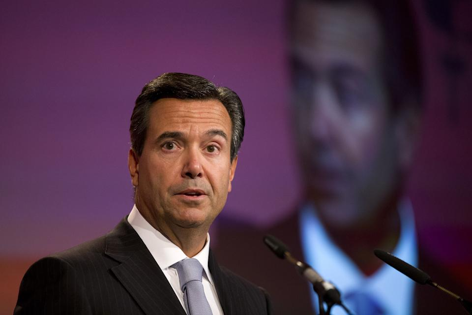 António Horta Osório, Group Chief Executive (CEO) of Lloyds Banking Group, addresses delegates at the British Chambers of Commerce in central London on February 10, 2015. AFP PHOTO / JUSTIN TALLIS        (Photo credit should read JUSTIN TALLIS/AFP via Getty Images)