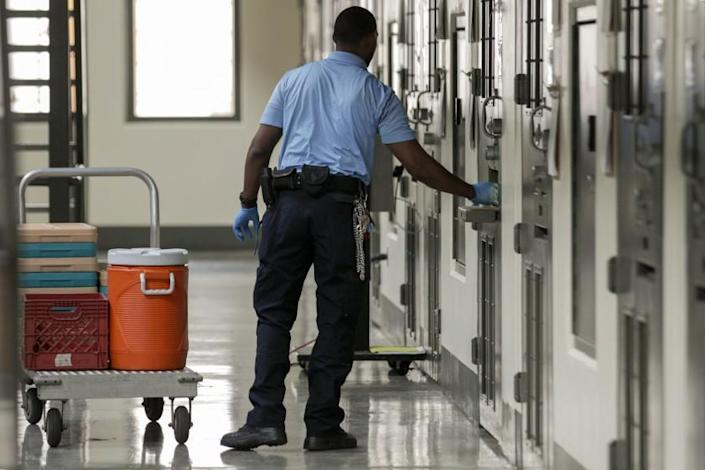 ADELANTO CA AUGUST 31, 2017 --- A guard distributes lunch at Adelanto Detention Facility West. Prison facility have long been accused by detainees of medical neglect, poor treatment by guards, lack of response to complaints and other problems.(Irfan Khan / Los Angeles Times)