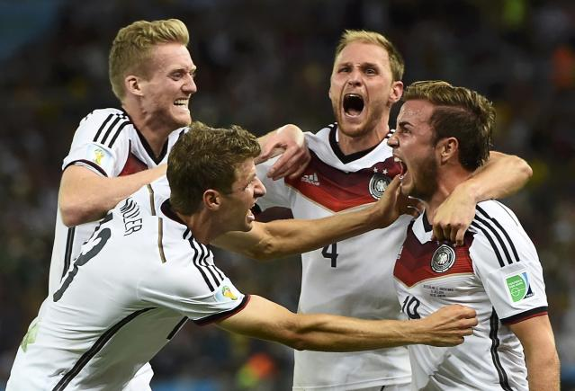 Germany's Mario Goetze celebrates his goal against Argentina with teammates (L-R) Andre Schuerrle ,Thomas Mueller and Benedikt Hoewedes during extra time in their 2014 World Cup final at the Maracana stadium in Rio de Janeiro July 13, 2014. REUTERS/Dylan Martinez (BRAZIL - Tags: SOCCER SPORT WORLD CUP TPX IMAGES OF THE DAY)