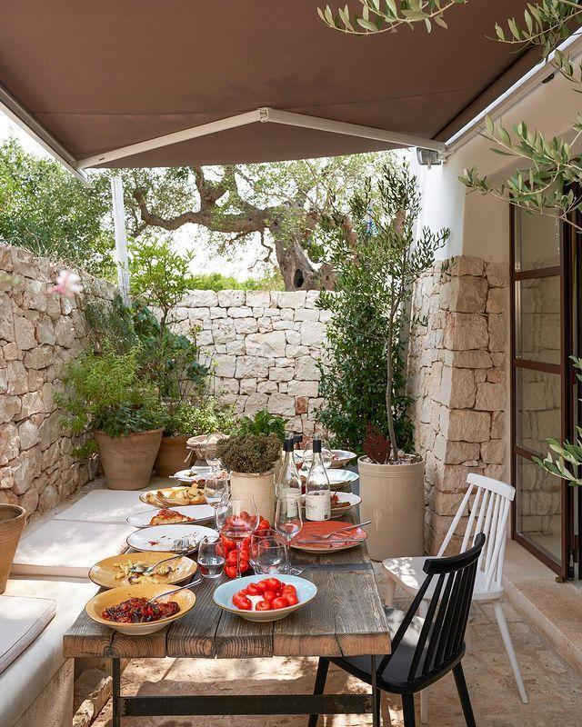 "<p>Dinner al fresco, courtesy of Bulgari creative director Lucia Silvestri. </p><p><a class=""link rapid-noclick-resp"" href=""https://www.elledecor.com/design-decorate/house-interiors/a31977014/bulgari-lucia-silvestri-puglia/"" rel=""nofollow noopener"" target=""_blank"" data-ylk=""slk:TOUR THE HOME"">TOUR THE HOME</a></p><p><a href=""https://www.instagram.com/p/B_VuQvUpTE9/"" rel=""nofollow noopener"" target=""_blank"" data-ylk=""slk:See the original post on Instagram"" class=""link rapid-noclick-resp"">See the original post on Instagram</a></p>"