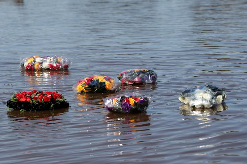 Flowers are released on the Swan River during a memorial service for Trisjack Simpson, 17, and Chris Drage, 16, who drowned in Perth in September 2018. Source: AAP