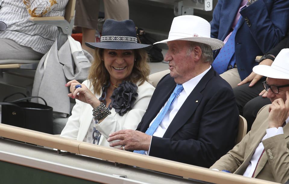 PARIS, FRANCE - JUNE 9: Infanta Elena, Duchess of Lugo and her father Juan Carlos I of Spain cheer for Rafael Nadal of Spain during the men's final on day 15 of the 2019 French Open at Roland Garros stadium on June 9, 2019 in Paris, France. (Photo by Jean Catuffe/Getty Images)