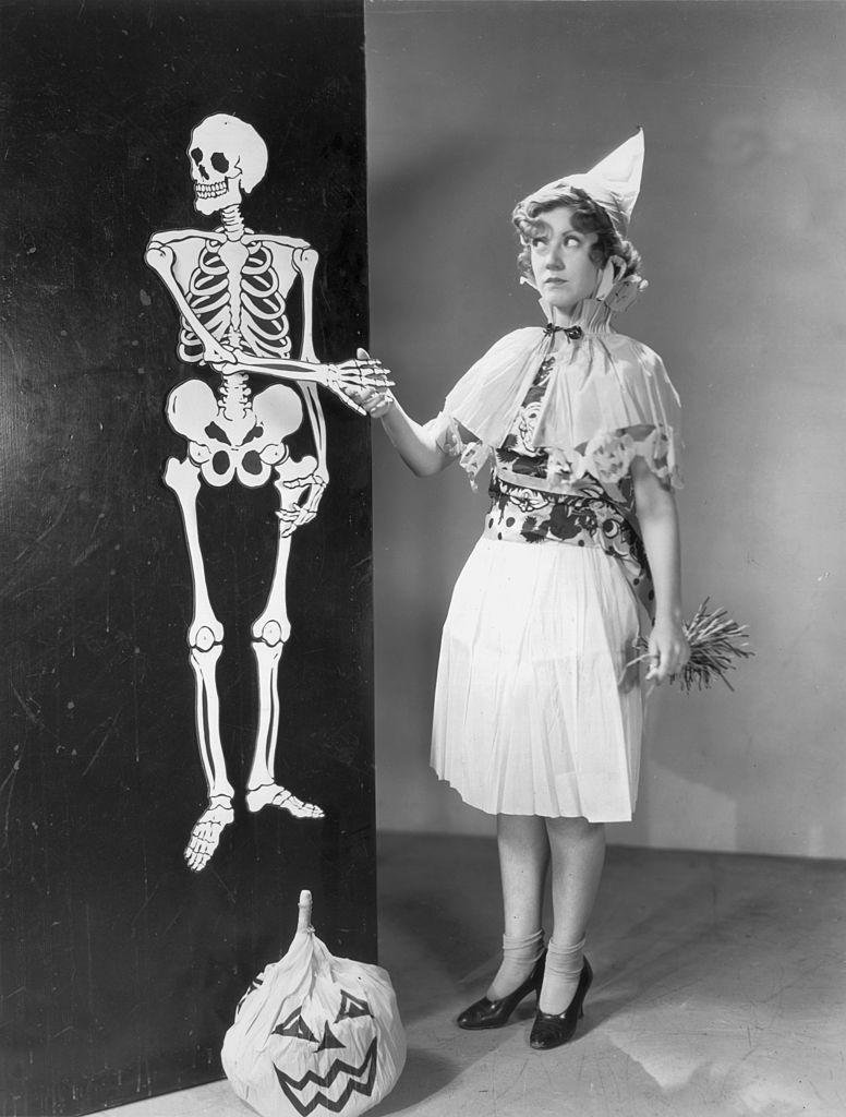 <p>Halloween decoration–lovers, you can trace this popular American custom back to 1920 when Pennsylvania-based company Beistle Company introduced a hair-raising line of party goods that helped popularize the tradition.</p>