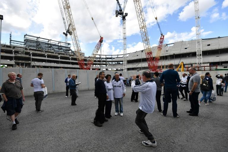 Spurs delay moving in to new stadium