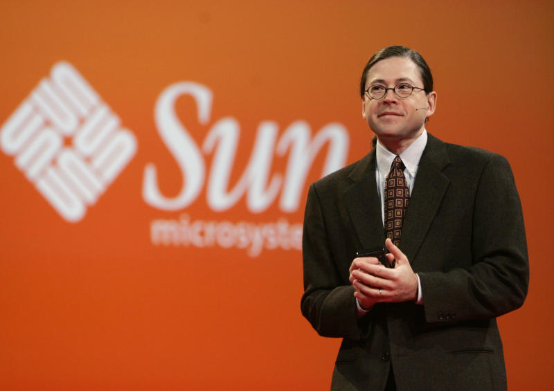 """FILE - In this Oct. 25, 2006 file photo, Sun Microsystems CEO Jonathan Schwartz gives a keynote address at Oracle Open World conference in San Francisco. Social media offer new opportunities for pithy farewells to zing around the world in an instant. Schwartz managed a classic of the genre when he quit his job in a philosophical tweeted haiku in 2010: """"Financial crisis/Stalled too many customers/CEO no more."""" (AP Photo/Paul Sakuma, File)"""