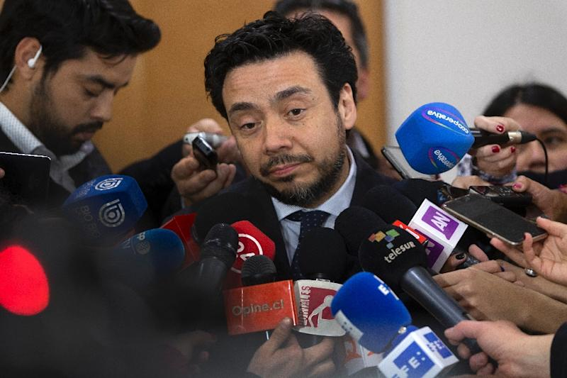 Chilean public prosecutor Emiliano Arias speaks to the press after questioning Santiago Archbishop Ricardo Ezzati over allegations he covered up the sexual abuse of minors (AFP Photo/CLAUDIO REYES)