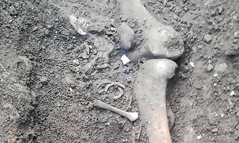 The remains were thought to be of a family (CEN)
