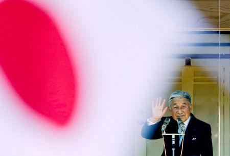 FILE PHOTO: Japan's Emperor Akihito waves to well-wishers gathered to celebrate his 81st birthday at the Imperial Palace in Tokyo December 23, 2014.  REUTERS/Thomas Peter/File Photo