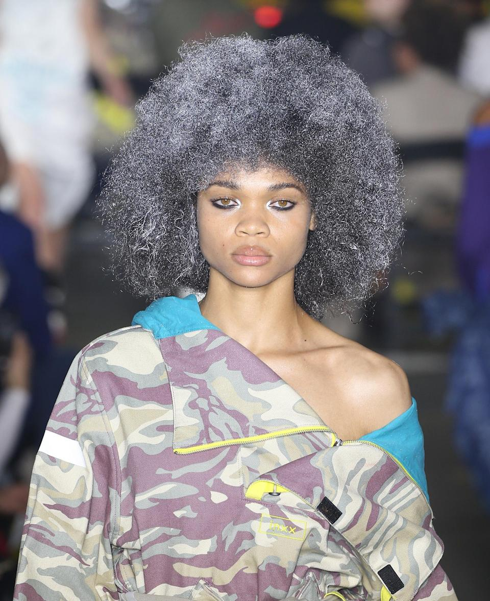<p>Gorgeous in gray! (Photo: Getty Images) </p>