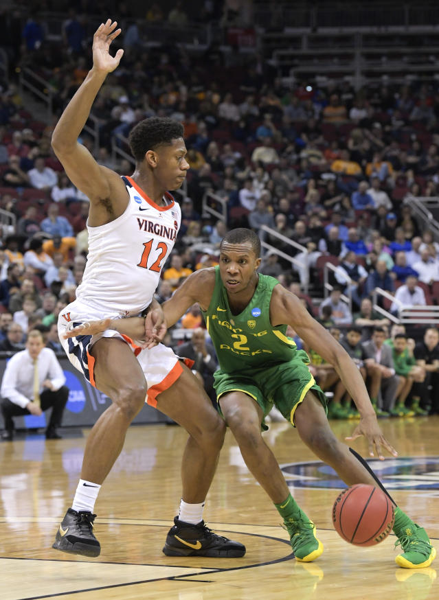 <p>Oregon's Louis King (2) is defended by Virginia's De'Andre Hunter (12) during the first half of a men's NCAA Tournament college basketball South Regional semifinal game, Thursday, March 28, 2019, in Louisville, Ky. (AP Photo/Timothy D. Easley) </p>