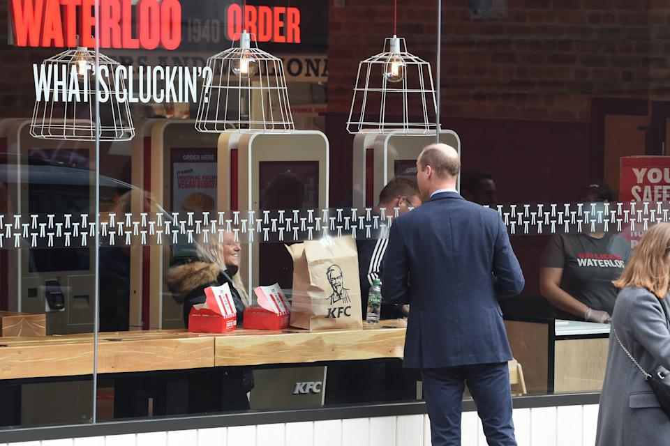 LONDON, ENGLAND - OCTOBER 20: Prince William, Duke of Cambridge speaks to a member of the public through the window of a KFC restaurant before attending the launch of the Hold Still campaign at Waterloo Station on October 20, 2020 in London, England. (Photo by Jeremy Selwyn - WPA Pool/Getty Images)