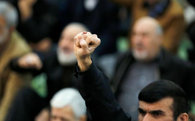 <p>An Iranian worshipper raises his fist during the friday prayers at the Imam Khomeini mosque in Tehran, on Jan. 5, 2018. (Photo: Atta Kenare/AFP/Getty Images) </p>