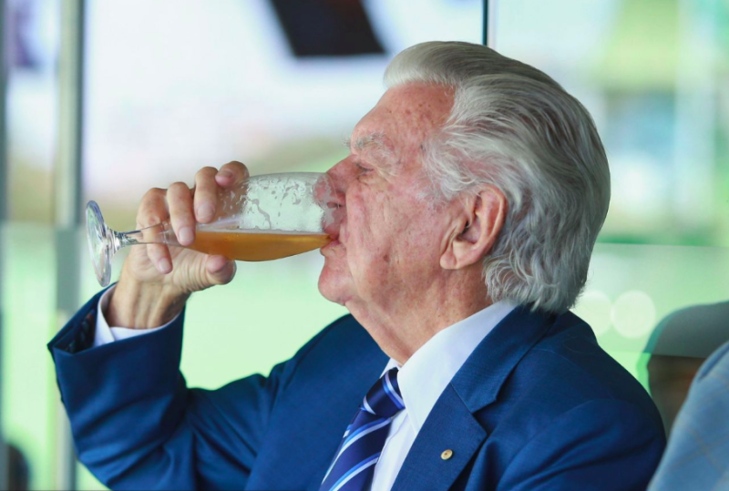 Bob Hawke, then aged 87, seeing off a beer at the Sydney Ashes Test in 2018. Source: Getty