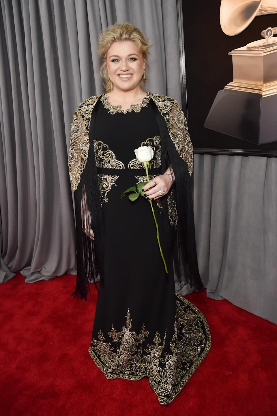 """<h1 class=""""title"""">Kelly Clarkson in Christian Siriano</h1><cite class=""""credit"""">Photo: Getty Images</cite>"""