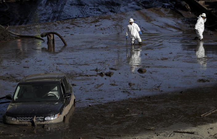 <p>A work crew cleans up an area of Highway 101 that flooded in Montecito, Calif., Friday, Jan. 12, 2018. (Photo: Marcio Jose Sanchez/AP) </p>