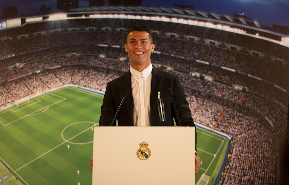 MADRID, SPAIN - NOVEMBER 07:  Cristiano Ronaldo of Real Madrid holds a press conference after signing a new five-year contract with the Spanish club at the Santiago Bernabeu stadium on November 7, 2016 in Madrid, Spain.  (Photo by Denis Doyle/Getty Images)