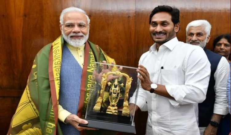 Andhra CM meets PM, reiterates demand for special status