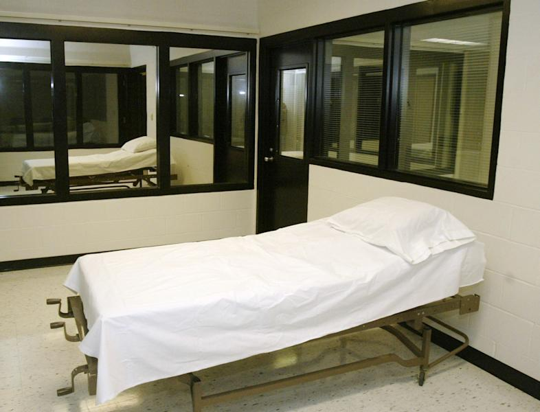 File - In this April 12, 2005 file photo is the death chamber at the Missouri Correctional Center in Bonne Terre, Mo. Missouri Gov. Jay Nixon is halting the execution of convicted killer Allen Nicklasson, citing concerns about the use of propofol as an execution drug. The decision was announced Friday, Oct. 11, 2013. Nixon also ordered the Missouri Department of Corrections to come up with a different way to perform lethal injection that does not include propofol. Nicklasson's execution on Oct. 23 was scheduled to be the first-ever using propofol, the leading anesthetic used in America's hospitals in clinics. (AP Photo/James A. Finley, File)