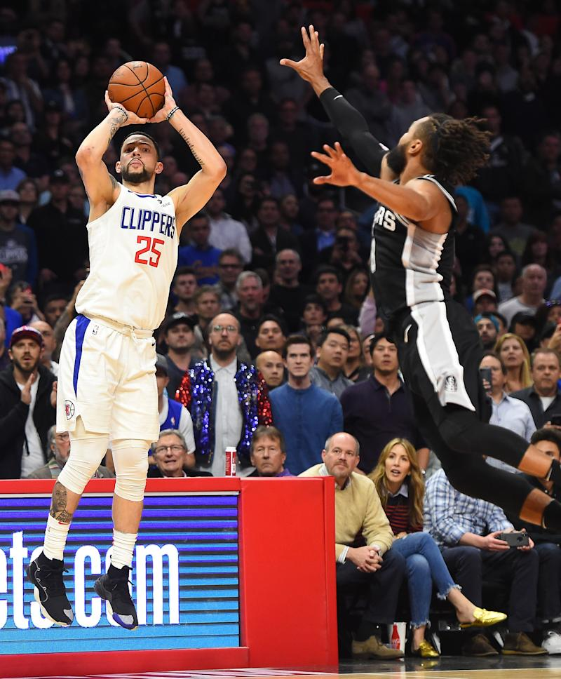 Clippers rally to beat Spurs 113-110