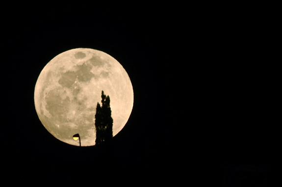 Skywatcher Roberto Porto took this photo of the biggest full moon of 2012, a so-called supermoon, in Costa Adeje, Tenerife, Spain, on May 5, 2012.