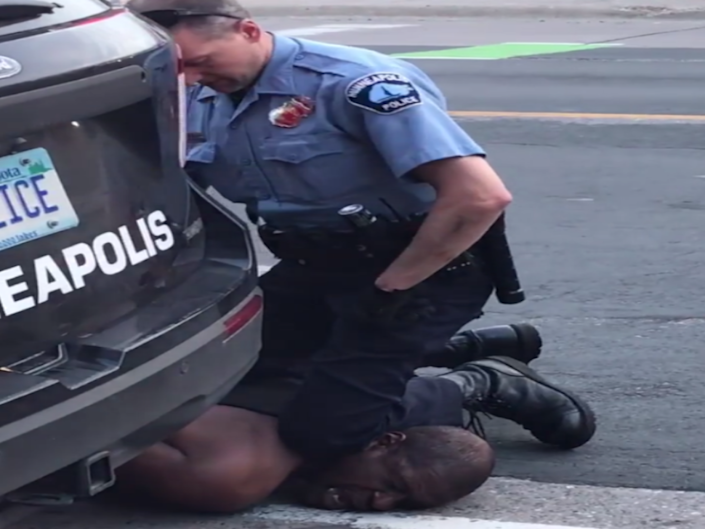The officer with his knee on the man's neck: (Darnella Frazier - Facebook)
