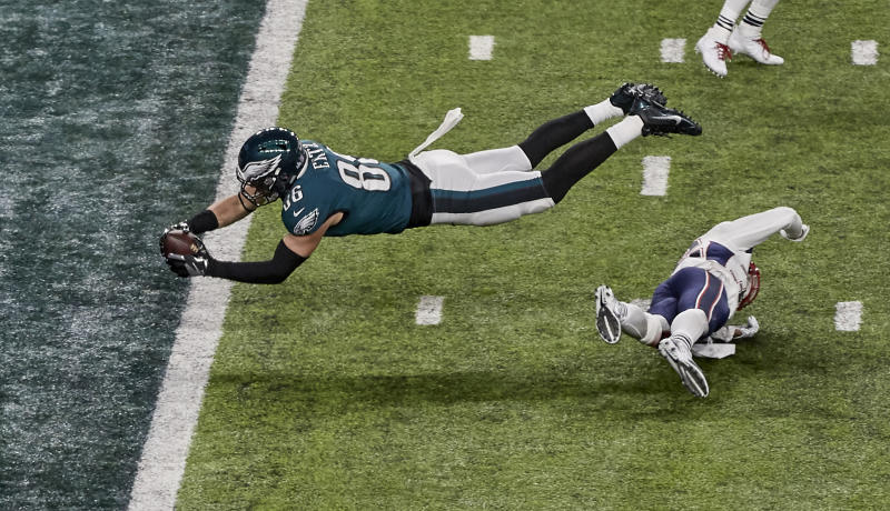 Philadelphia Eagles tight end Zach Ertz scores the game-winning touchdown in last season's Super Bowl. (AP)