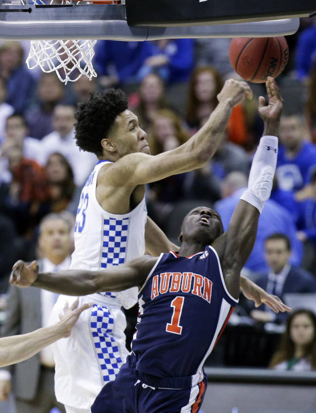 Kentucky's EJ Montgomery (23) knocks the ball away from Auburn's Jared Harper (1) during the first half of the Midwest Regional final game in the NCAA men's college basketball tournament Sunday, March 31, 2019, in Kansas City, Mo. (AP Photo/Charlie Riedel)