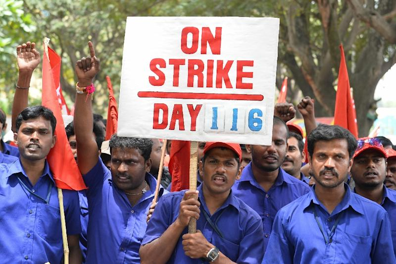 Trade union activists shout slogans during a protest rally called by Centre of India Trade Unions (CITU) against the central government's economic policies in Bangalore, southern India, on September 2, 2015 (AFP Photo/Manjunath Kiran)