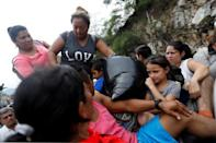 Honduran migrants, part of a caravan trying to reach the U.S., are pictured on a truck during a new leg of their travel in Zacapa, Guatemala October 17, 2018. REUTERS/Edgard Garrido