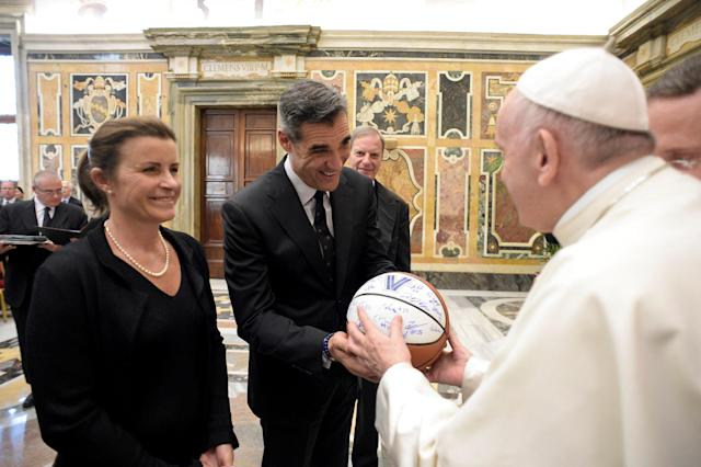 Pope Francis receives a ball by Villanova basketball coach Jay Wright during a special audience with members of Villanova University of Philadelphia, at the Vatican April 14, 2018. Osservatore Romano/Handout via REUTERS ATTENTION EDITORS - THIS IMAGE WAS PROVIDED BY A THIRD PARTY