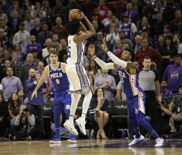 "Kings rookie <a class=""link rapid-noclick-resp"" href=""/ncaab/players/137379/"" data-ylk=""slk:De'Aaron Fox"">De'Aaron Fox</a> raises up over <a class=""link rapid-noclick-resp"" href=""/nba/players/5253/"" data-ylk=""slk:Robert Covington"">Robert Covington</a> to deliver the dagger that knocked off the Sixers. (AP)"